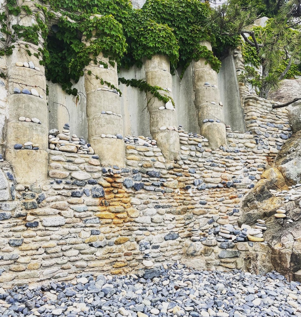 Intricate layer of rocks